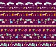 plockning Sömlös randig modell med gulliga tecknad filmtecken Små tvättbjörnar, moln, höstsidor, frukter och grönsaker vektor illustrationer