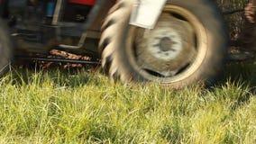 Ploegende Grond met Tractor stock video
