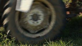 Ploegende Grond met Tractor stock videobeelden