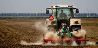 ploga traktor Royaltyfri Foto