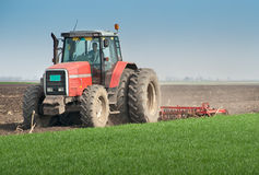 ploga traktor Royaltyfri Fotografi