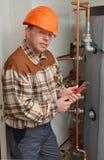 Plombier au travail Photo libre de droits