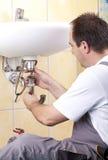 Plombier au travail Photo stock