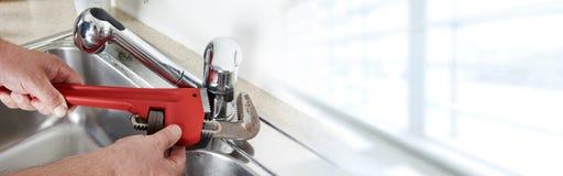Plombier avec la clé Photo stock