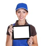 Plombier féminin de sourire retenant la tablette de Digitals Photos libres de droits
