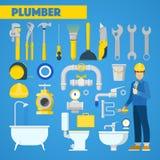Plombier Worker avec des éléments de trousse d'outils et de salle de bains Images libres de droits