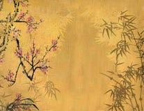 Plommonblomning på gammal antikvitet arkivfoton