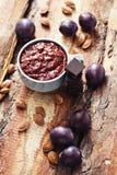 Plommondriftstopp med choklad Arkivfoton