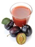 Plommonfruktsaft och frukt Royaltyfria Bilder
