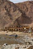 Plongeant au trou bleu, Dahab, Egypte Images stock