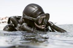 Plongeur autonome avec le re-reniflard Photographie stock