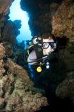 Plongeur autonome en caverne Photos stock