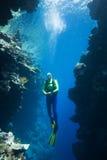 Plongeur autonome sous-marin Image libre de droits