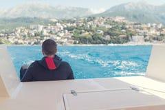 Plongeur autonome sur le bateau de plongée Images libres de droits