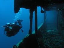 Plongeur chez Thistlegorm images libres de droits