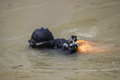 Plongeur dans le costume de plongée et le masque 2 Image libre de droits