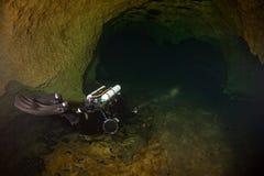 Plongeur de caverne de CCR Photo libre de droits