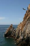 plongeur de falaise d'acapulco photo stock