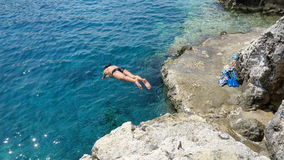 Plongeur de mer, Porto Roxa, île de Zakynthos, Grèce Images stock