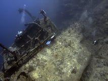 Plongeur et épave Images stock