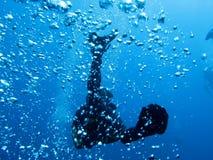 Plongeur et bulles photographie stock libre de droits
