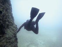 Plongeur sous-marin sous-marin Piqué de scaphandre Photographie stock libre de droits