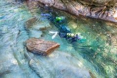 Plongeurs autonomes de fleuve de Verzasca II Photos libres de droits