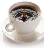 Plons in koffiekop. Royalty-vrije Stock Afbeelding