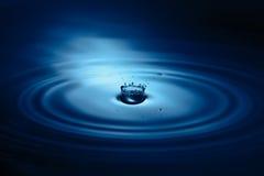 Plons van de close-up van de waterdaling stock foto