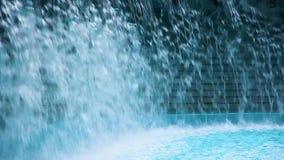 Plons van water op een pool stock videobeelden