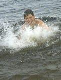Plonsen en het zwemmen stock afbeelding