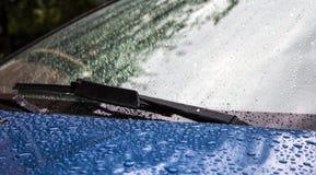 Plonsen en waterdalingen van de auto Stock Foto