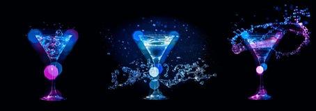 Plonsen van cocktails in glazen Royalty-vrije Stock Foto