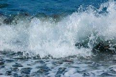 Plonsen van de golf van de Zwarte Zee royalty-vrije stock afbeeldingen