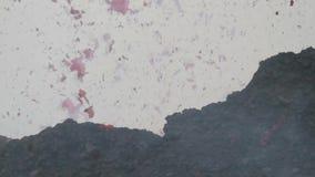 Plonsen van lava stock video