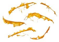 Plonsen van oranje die verf op witte achtergrond worden geïsoleerd Royalty-vrije Stock Afbeeldingen