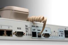 Plot de téléphone sur le dispositif de réseau. Images stock