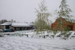 Plotseling April-sneeuwonweer in de Oekraïne April-sneeuwcycloon Royalty-vrije Stock Fotografie