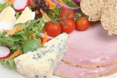 Ploughmans Mittagessen mit Stilton lizenzfreie stockbilder