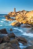 Ploumanach latarnia morska, Cote De Granit Wzrastający obrazy royalty free