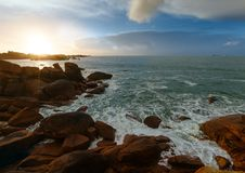 Ploumanach wybrzeża zmierzchu widok Brittany, Francja (,) Zdjęcia Stock