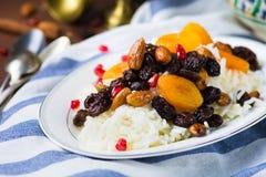 Plov dulce del arroz con las frutas y las nueces secadas Foto de archivo libre de regalías