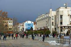 PLOVDIV, ΒΟΥΛΓΑΡΙΑ - 30 ΔΕΚΕΜΒΡΊΟΥ 2016: Κεντρικό τετράγωνο στην πόλη Plovdiv πανεπιστημιακό Paisii Hilendarski Στοκ Εικόνα