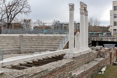 PLOVDIV, ΒΟΥΛΓΑΡΙΑ - 30 ΔΕΚΕΜΒΡΊΟΥ 2016: Πανόραμα των καταστροφών ρωμαϊκού Odeon στην πόλη Plovdiv Στοκ Εικόνες