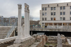 PLOVDIV, ΒΟΥΛΓΑΡΙΑ - 30 ΔΕΚΕΜΒΡΊΟΥ 2016: Πανόραμα των καταστροφών ρωμαϊκού Odeon στην πόλη Plovdiv Στοκ Φωτογραφία