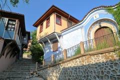 PLOVDIV, ΒΟΥΛΓΑΡΙΑ: Οδοί Cobbled και ζωηρόχρωμα παραδοσιακά σπίτια στην παλαιά πόλη Plovdiv Στοκ Εικόνα