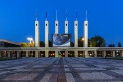 PLOVDIV, ΒΟΥΛΓΑΡΙΑ - 4 ΣΕΠΤΕΜΒΡΊΟΥ 2016: Άποψη ηλιοβασιλέματος της Διεθνούς Έκθεσης Plovdiv Στοκ εικόνα με δικαίωμα ελεύθερης χρήσης