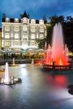 PLOVDIV BUŁGARIA, CZERWIEC, - 9, 2017: Nocy fotografia Chodząca ulica w mieście Plovdiv Obrazy Royalty Free