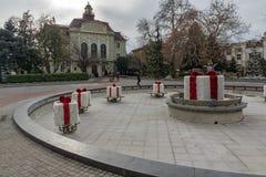 PLOVDIV, BULGÁRIA - 30 DE DEZEMBRO DE 2016: Construção da câmara municipal em Plovdiv Fotos de Stock