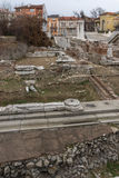 PLOVDIV, BULGÁRIA - 30 DE DEZEMBRO DE 2016: Panorama das ruínas de Roman Odeon na cidade de Plovdiv Imagem de Stock Royalty Free